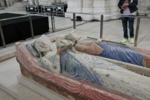 Die Gräber von Eleonore von Aquitanien und Heinrich II im Kloster Fontevraud