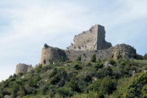 Die Kartharerburg Aguilar im Départment Aude im Süden Frankreichs