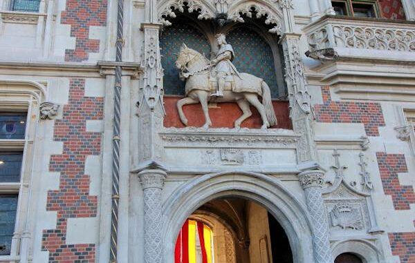 Blois_Haupteingangsportal_6916