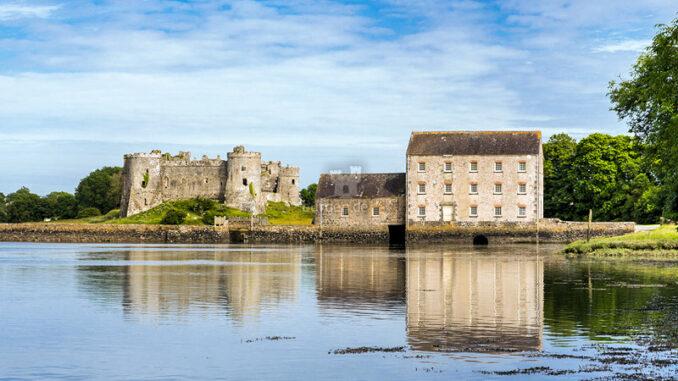 Carew-Castle_Carew-Castle-mit-Mühle_c-Carew-Castle_800