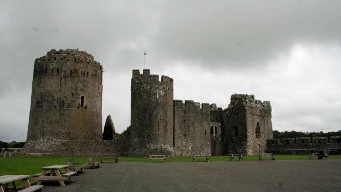 Pembroke-Castle-Wales_Innenhof
