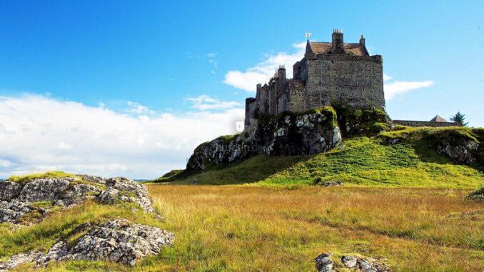 Duart-Castle_Stolze-Burg-auf-hohem-Felsen_c-Duart-Castle_800