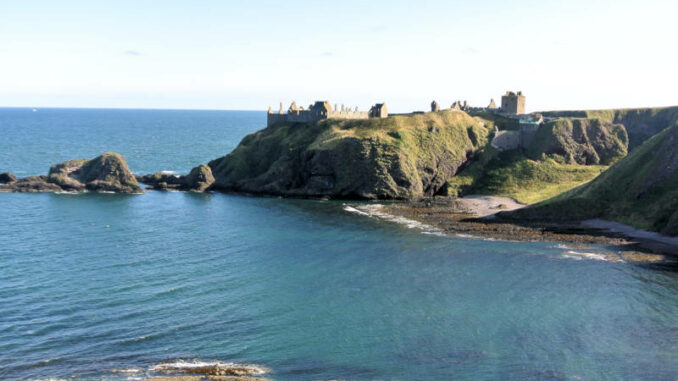 Dunnotar-Castle_0001_Flickr_Maurice-King_ccby20