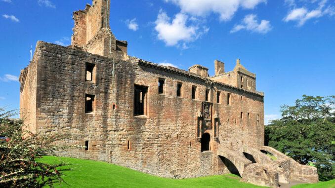 Linlithgow-Palace_Fassade-des-Ostflügels_Historic-Crown-Copyright-HES_800