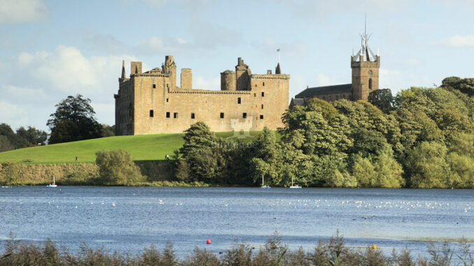 Linlithgow-Palace_St-Michaels-Church-und-Linlithgow-Palace_Historic-Crown-Copyright-HES_800
