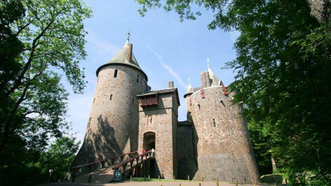 Castle-Coch_frontal_0611