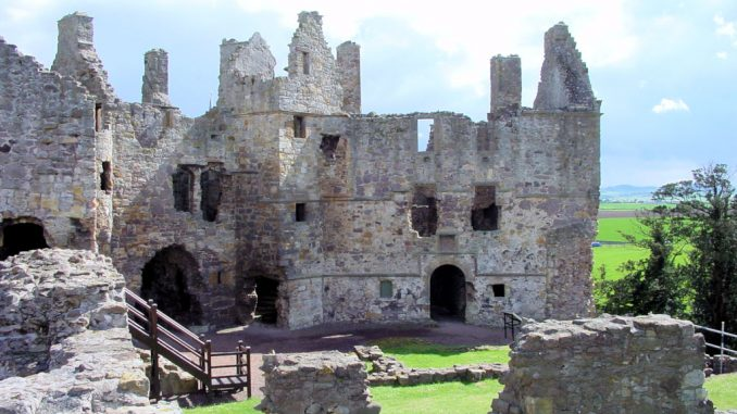 Dirleton-Castle-Schottland_0079_Innenhof
