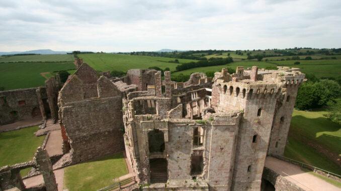 Raglan-Castle-Wales_0731_Blick-vom-Turm