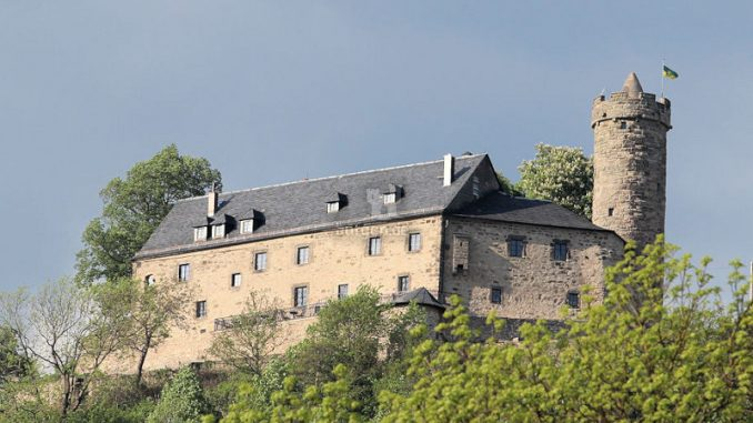 Burg-Greifenstein-07422_Frontale_2374