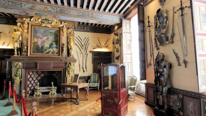 Chateau-de-Cheverny_6821_Kaminsaal