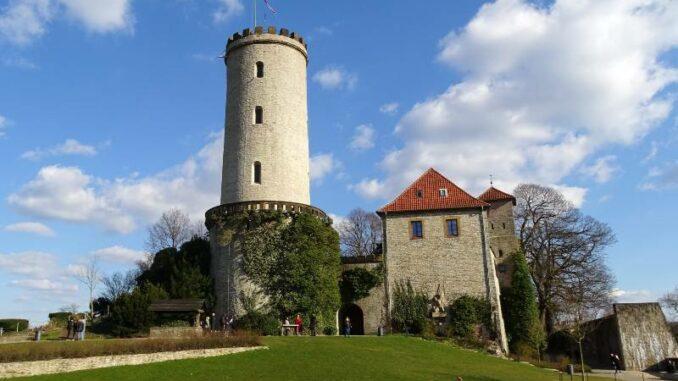 Sparrenburg_Bergfried-mit-Palas_c-Neufal
