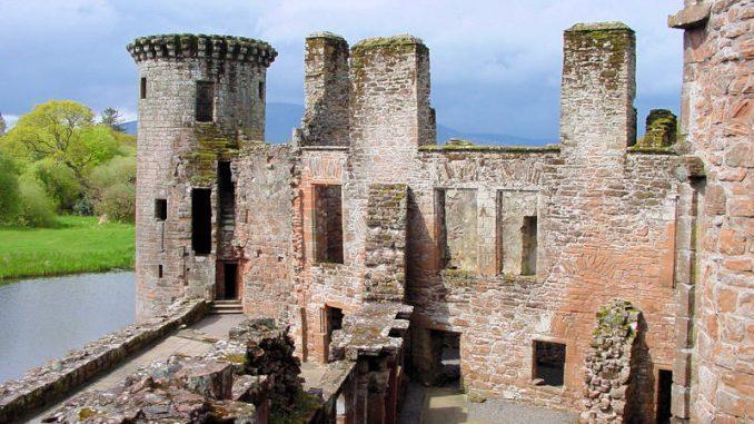 Caerlaverock-Castle_0019_Innenansicht