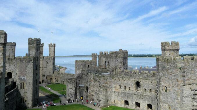 Caernarfon-Castle_Wales_Detail-Innenhof-2