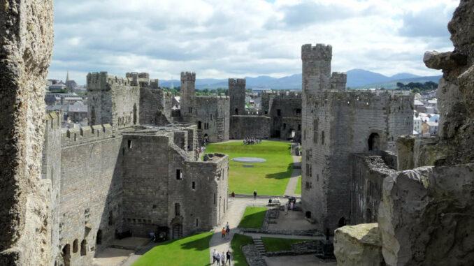 Caernarfon-Castle_Wales_Detail-Innenhof-3