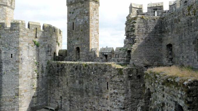 Caernarfon-Castle_Wales_Detail-Innenhof