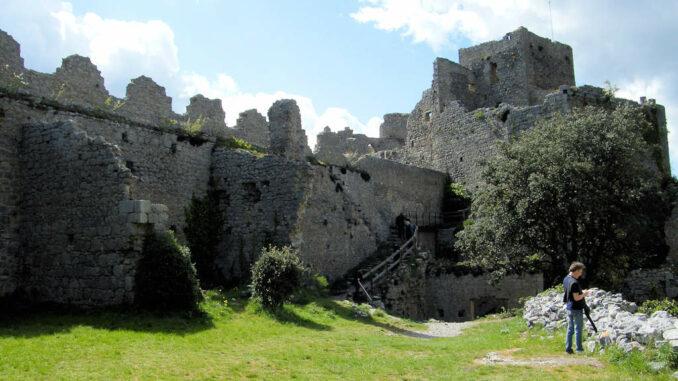 Chateau-Puilaurens_5734_Innenhof-001