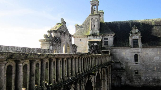 Chateau-de-Kerjean_0721_Wehrmauer