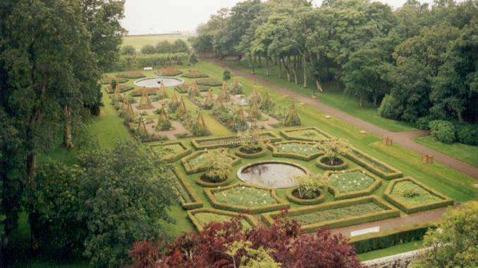 Dunrobin-Castle_0001_Gartenanlagen