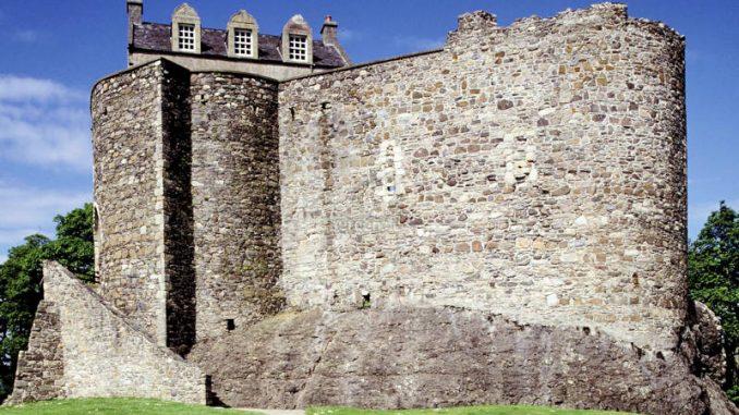 Dunstaffnage-Castle_001_historic-scotland