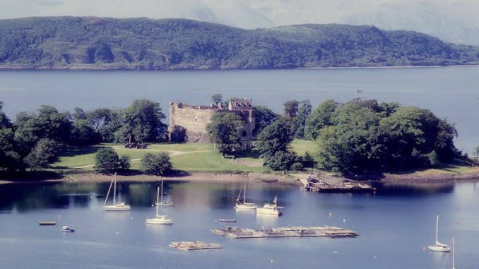 Dunstaffnage-Castle_002_historic-scotland