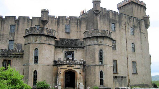 Dunvegan-Castle_4642_Haupteingang