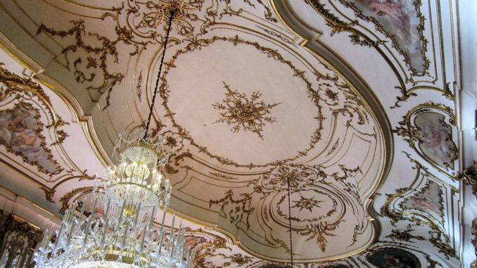 Queluz_0960_Decke-Musiksaal