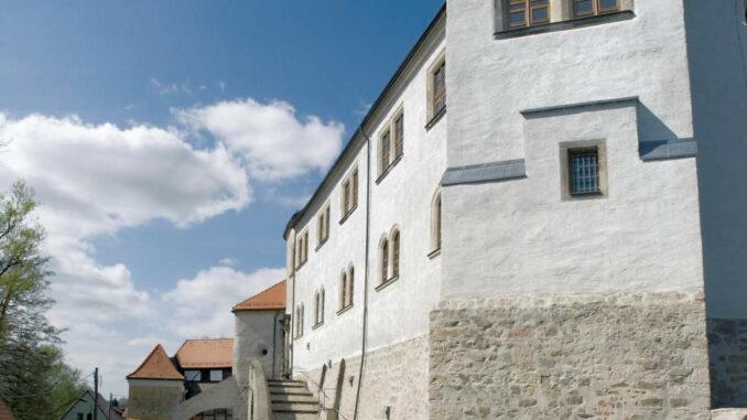 Schloss Klippenstein - Hof mit Reitertreppe