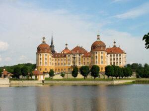 Schloss Moritzburg, Sachsen - Blick über das Wasser