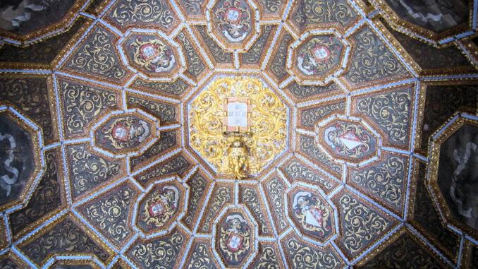 Sintra_0895_Decke-Wappensaal