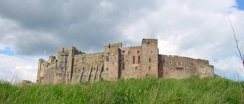"Bamburgh Castle, Northumberland (England) - Burg von ""Uthred of Bebbanburgh"" aus Bernard Cornwells Lords of the north-Zyklus"