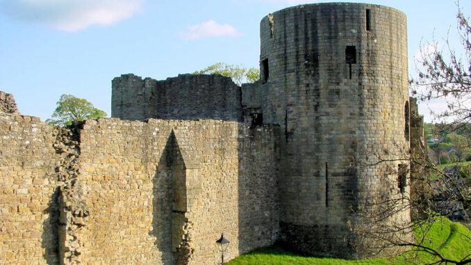 Barnard-Castle_0055-Turm-und-Wehrmauer
