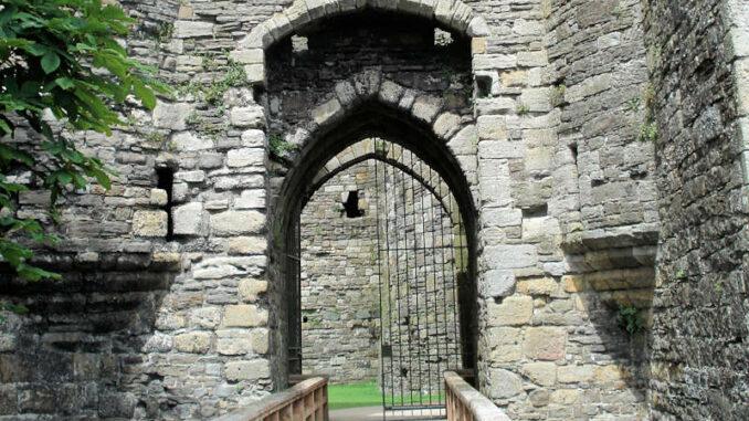Beaumaris-Castle_Haupteingang