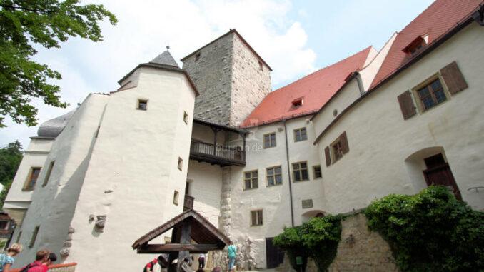 Burg-Prunn_6714_Innenhof-2
