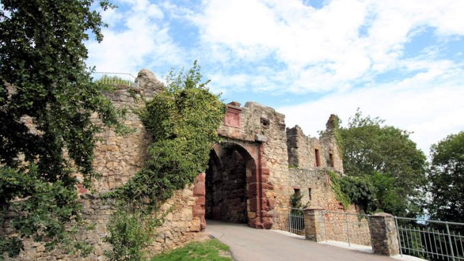 Burg-Roetteln_1575_Torhaus
