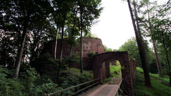 Burg-Wildenstein_4798_Fragmente-Torhaus
