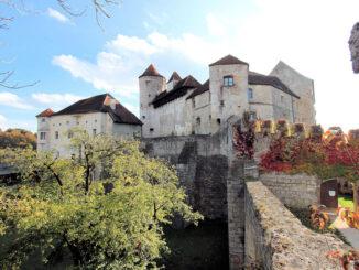 Burg zu Burghausen (Bayern), herbstliche Aussenansicht der Kernburg