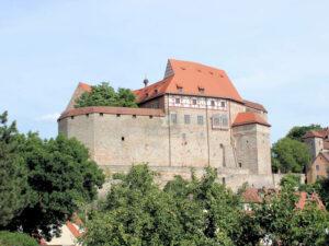 Cadolzburg - hinter mächtigen bayerischen Mauern ...