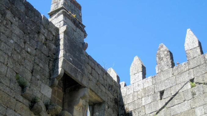 Castelo-de-Guimaraes_7836_Mauerdetail