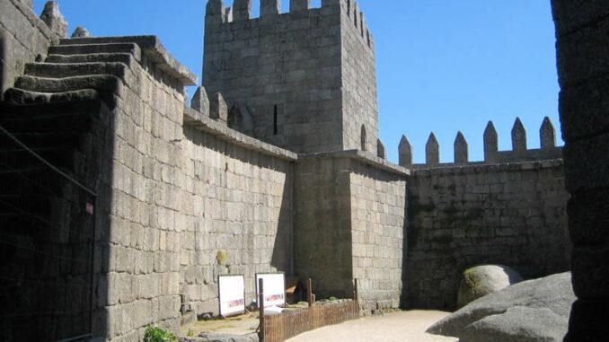 Castelo-de-Guimaraes_7839_Innenhof