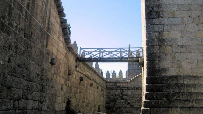 Castelo-de-Guimaraes_7840_Innenhof-2