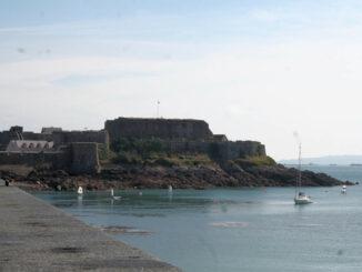 Cornet Castle, Guernsey - Panoramablick von der Brücke aus