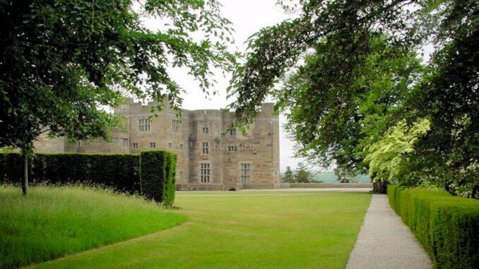 Castle-Drogo_0005_Blick-aus-dem-Park