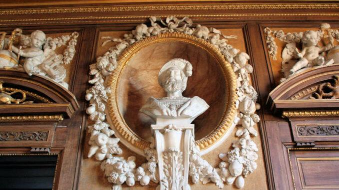 Chateau-de-Fontainebleau_9221_Bueste