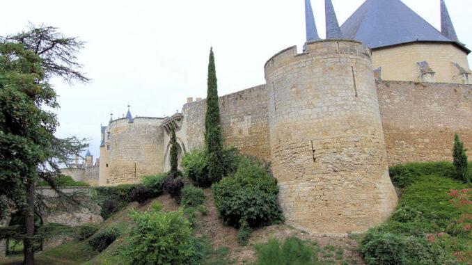 Chateau-de-Montreuil-Bellay_5546_Burgtor