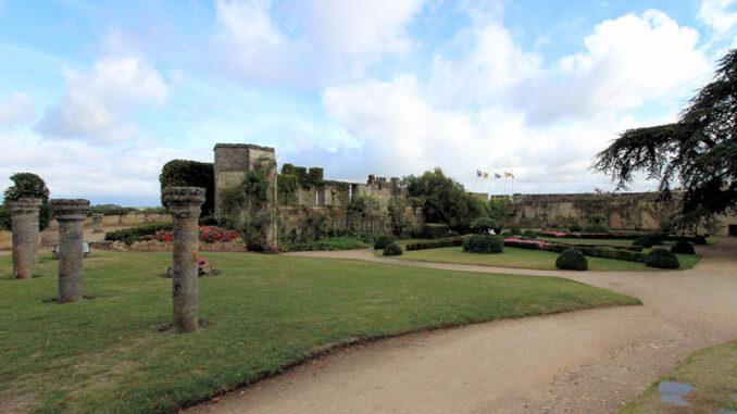 Chateau-de-Montreuil-Bellay_5736_Gartenanlage