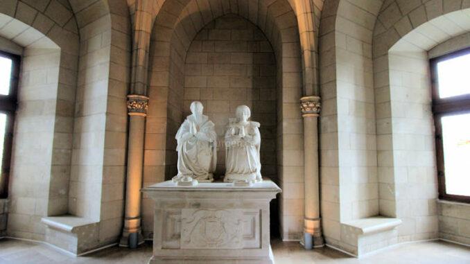 Chateau-de-Sully-sur-Loire_7458_Statuen