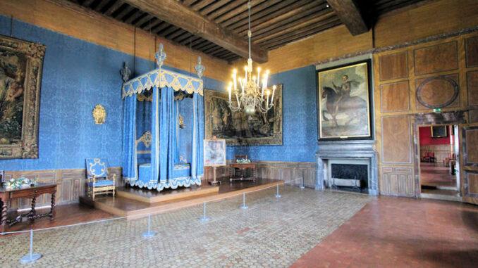 Chateau-de-Sully-sur-Loire_7472_blauer-Saal
