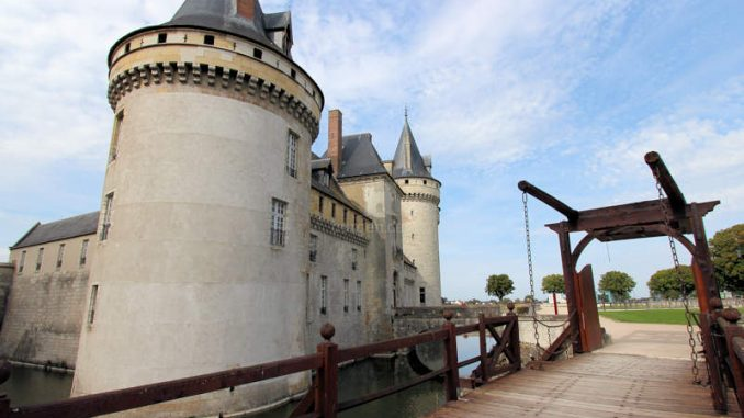 Chateau-de-Sully-sur-Loire_7495_Westseite