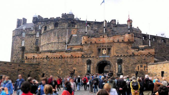 Edinburgh-Castle_001_Torhaus