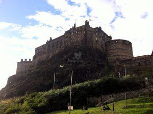 Edinburgh Castle (Schottland), Residenz der schottischen Monarchen für Jahrhunderte